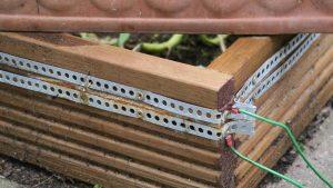 Elektrischer Schneckenzaun selber bauen