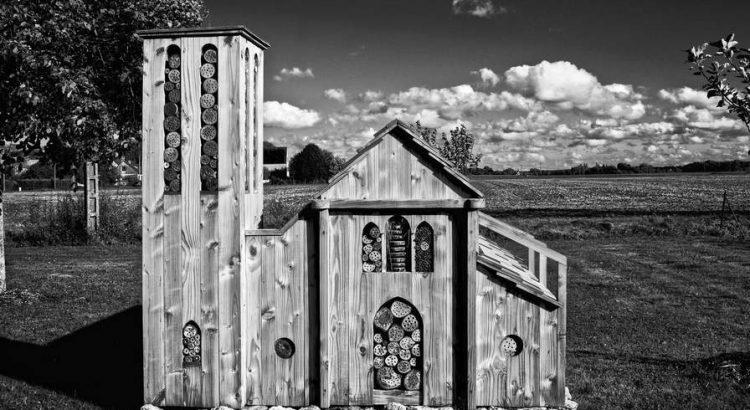 Insektenhotel selber bauen kreativ gestalten eigene Ideen entwickeln Insektenkirche