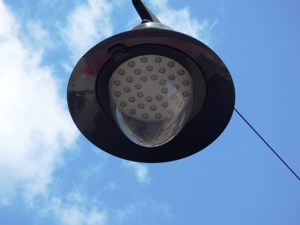 Natriumdampflampe als Straßenlaterne click